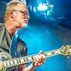 Foto van gitarist Toni, live in Bluescafe Apeldoorn 13 februari 2015.